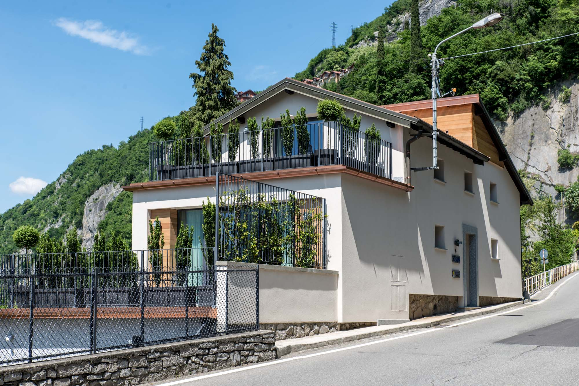 Lake, train station and Varenna can be reached with a short walk in a few minutes.